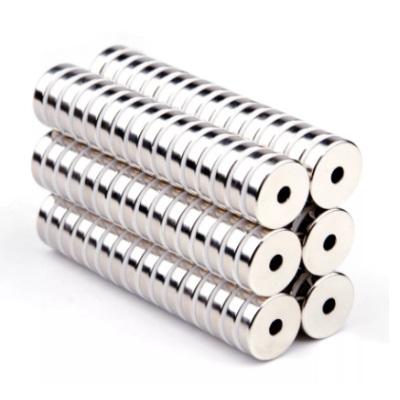 Магнитные кольцаНеодимовые магниты в виде колец с отверстием, могут быть аксиально и диаметрально намагничены