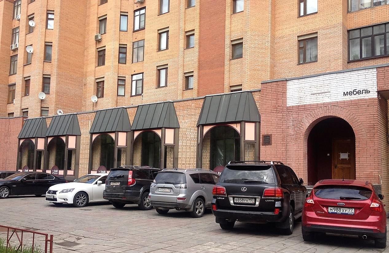 Продается торговое помещение (350 кв.м) г.Москва .Расположено в админитративном 10-ти этажном здании на первом этаже. Продается право аренды. На данный момент есть арендатор - салон красоты. Цена: 7.000 (тыс.руб) ☎ Звоните (9-19ч): 8-915-495-04-56