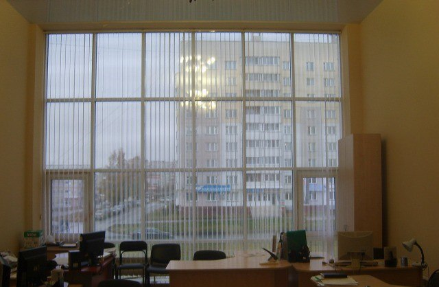 Продаю офис в бизнес центре на первой линии, находящийся по адресу: г.Новочебоксарск. Офис с витражным остеклением находится на втором этаже, общей площадью 50 кв.м., имеется кухня, туалет, кладовая. Высота потолка 4,4 метра. На фасаде здания имеется свое место для светящейся вывески. Цена: 2,8 (млн.руб.) ☎ Звоните (9-19ч): 8-915-495-04-56