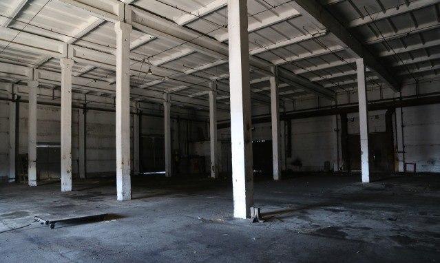 Продажа склада (1.730 кв.м) в г. Новочебоксарск. Шаг колонн 6x12м. Материал стен, колонн и перекрытий железобетон. Пол асфальт. Автомобильный пандус - 160 кв.м. и ж/д пандус - 200 кв.м. (пандусы в площадь помещения не входят). Цена: 43,8 (млн.руб.) ☎ Звоните (9-19ч): 8-915-495-04-56
