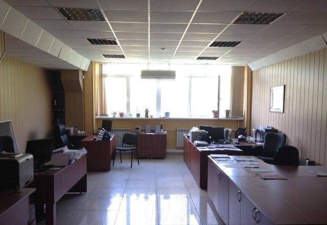Продажа офиса (480 кв.м) в г. Ульновск. Продается офисное помещение, расположенное на трех этажах, трехэтажного здания. Собственная котельная от которой отапливаются соседние помещения. Цена: 8 (млн.руб.) ☎ Звоните (9-19ч): 8-915-495-04-56