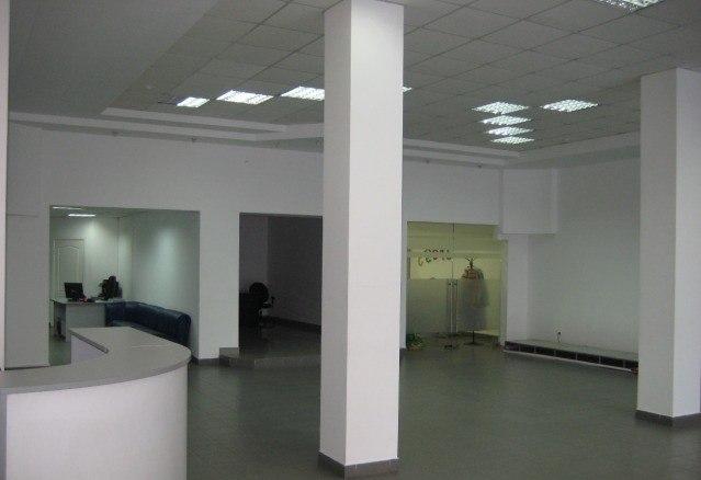 Купить торговую площадь (300 кв.м) в г. Нижний Новгород. Большой торговый зал площадью 150 кв.м. с высокими потолками (3,8 м.), возможно увеличение торгового зала до 200 кв.м., удобная планировка,