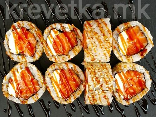РОЛЛ ОКИНАВАСвежий лосось, сливочный сыр,рис, нори, кунжут,соус унаги.