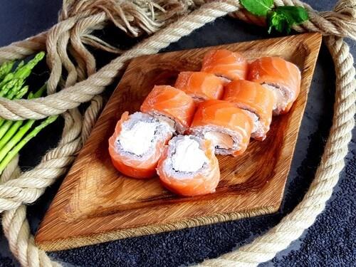 ФИЛАДЕЛЬФИЯ ЧИЗУНежнейший лосось и сливочный сыр.
