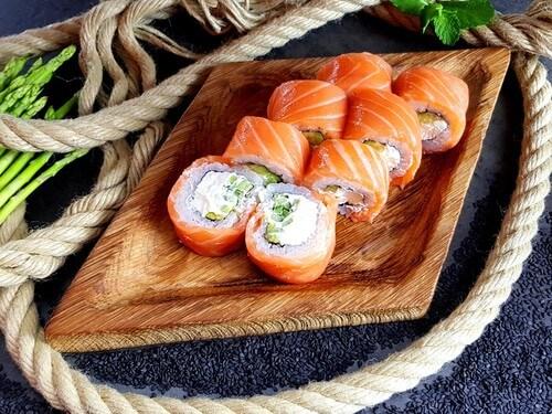 ФИЛАДЕЛЬФИЯ XLНежнейший лосось, сливочный сыр, хрустящий огурчик, авокадо.