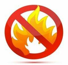 Высокая степень пожаробезопасностиПолистиролбетон имеет класс горючести НГ (негорючий). Более того полистиролбетон препятствует распространению огня и предохраняет конструкции дома от разрушения.