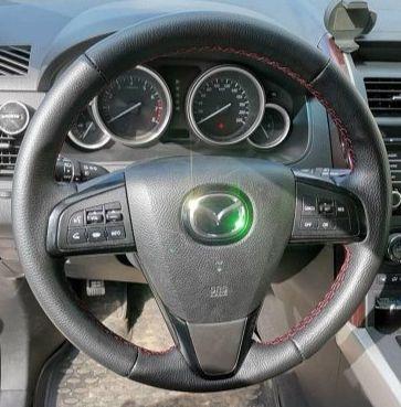 Руль Mazda 6цена 6 500 p.Обтяжка руля натуральной автомобильной кожей (пр-во Италия) с красной прострочкой что добавляет спортивности.