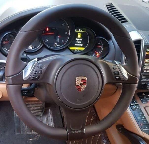 Porsche Cayenn turboПеретяжка руля шоколадной Nappa, стоимость работы 6500.