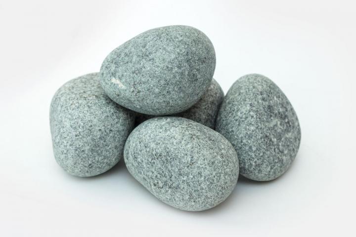 Шлифованный жадеит получают в результате прокручивания в специальных барабанах — камень многократно трется друг об друга и об частицы песка и в результате превращается в хорошо окатанный камень с ровной округлой поверхностью.Средняя фракция 8-12 смМелкая фракция 5-8 см