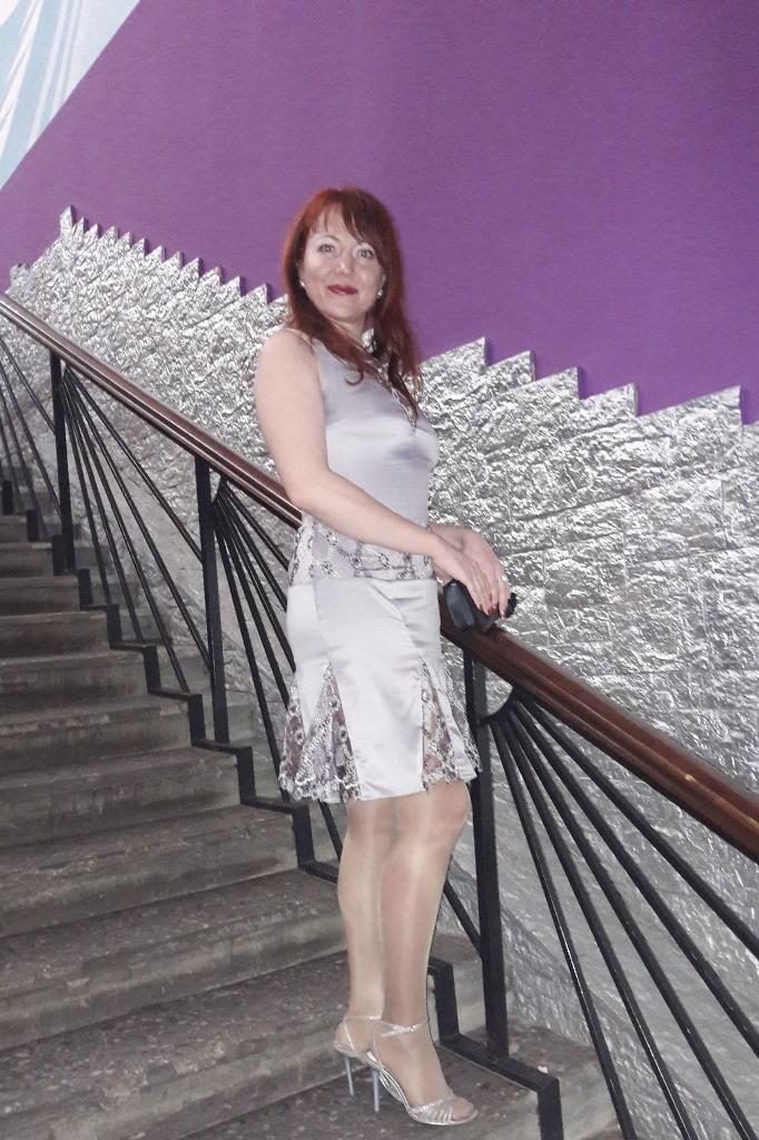Платье из натурального шелка с кружевом, расшитым бисером.Цвет на выбор.