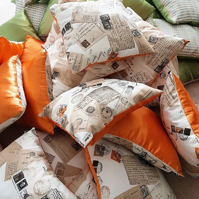Подушки и постельное белье
