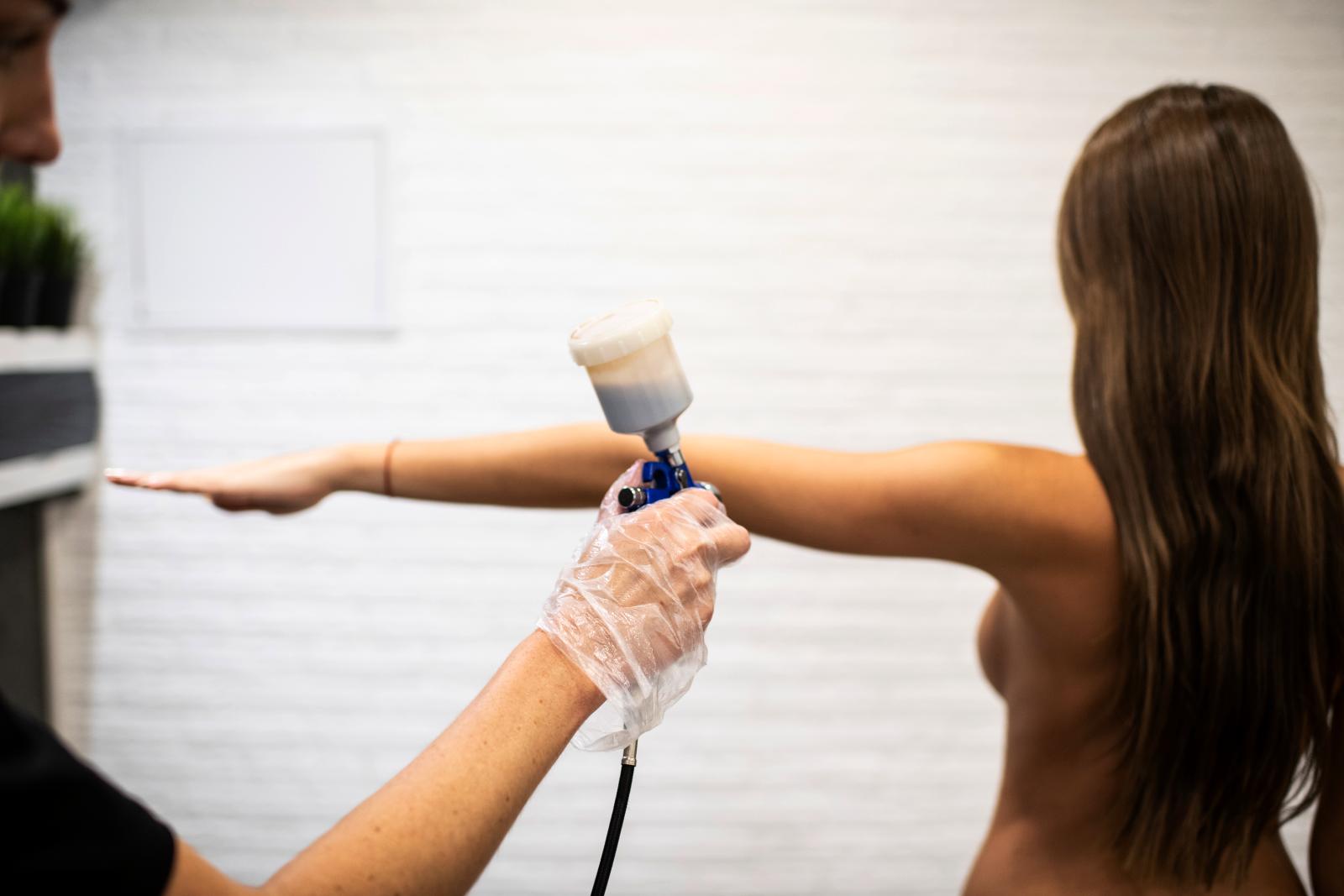 ДЕРЖИТСЯдо 14 днейПолученный результат сохраняется до 14 дней и сходит равномерно по мере обновления вашей кожи.