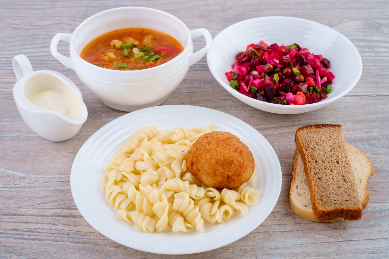 Мы обеспечиваем организацию полноценного питания с учетом особенностей каждого постояльца.
