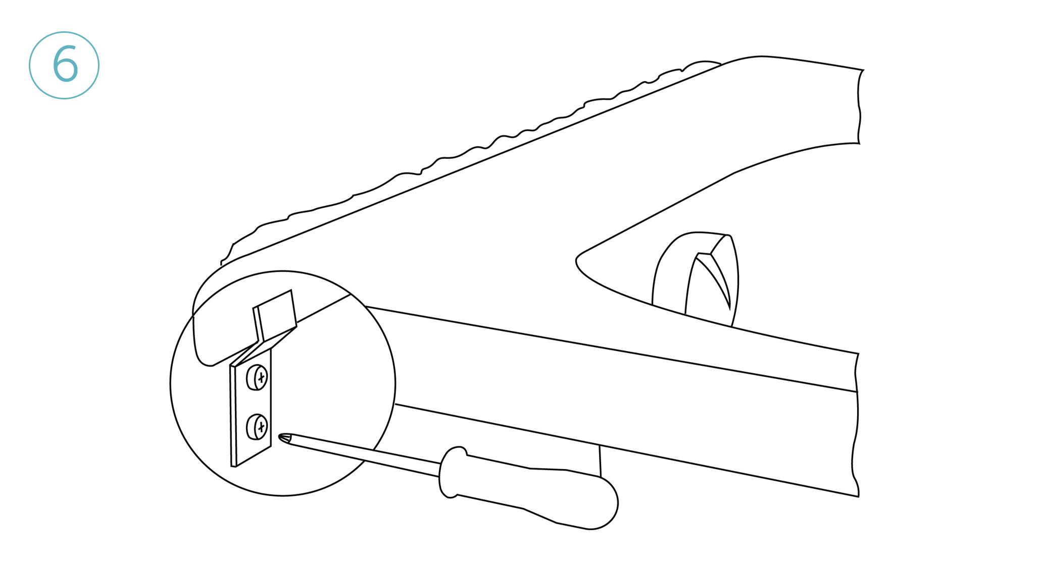 Прикрутить ванну к стене соответствующим крепежом (в комплекте не поставляется), предварительно высверливотверстия, и обработав места стыков затиркой или герметиком.