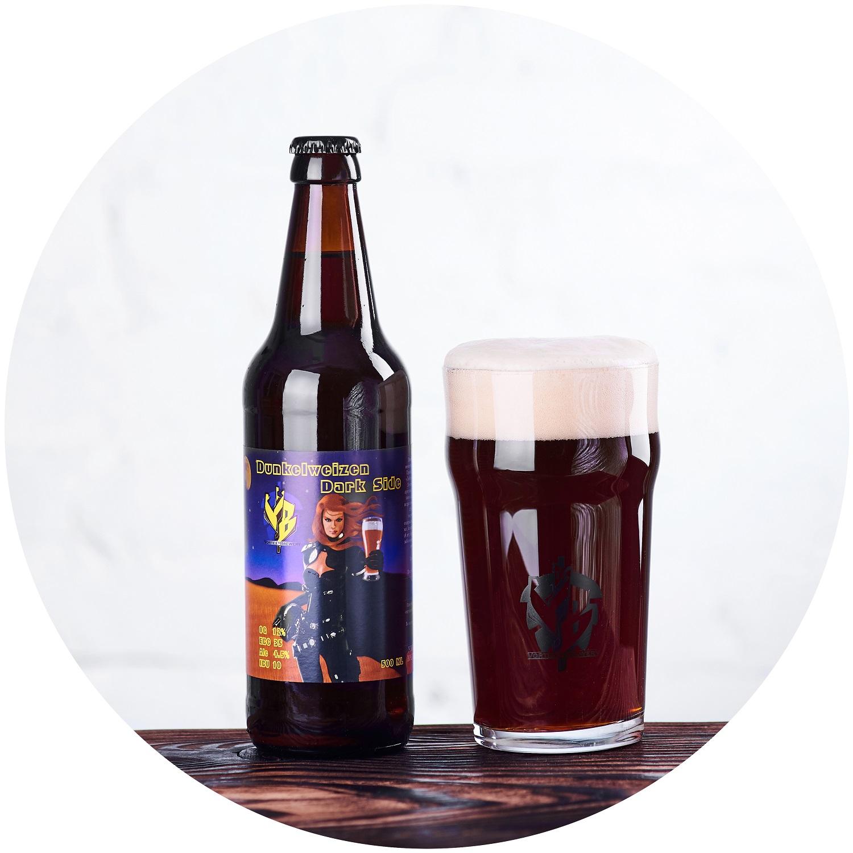 Dark Side(Dunkelweizen)Немецкое темное пшеничное пиво, родом из Баварии. В аромате различимы эфиры гвоздики, банана и нотки апельсина. Во вкусе нежное тело с карамельным началом.OG 12 °P, ABV 5%, IBU 10