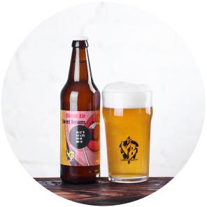 Sweet Dreams(Blonde Ale)Классический блонд эль в Бельгийском стиле. Обладает нежным солодовым вкусом. Тело средней плотности со сладким послевкусием. Пиво подходит для любых блюд в любое время года.OG 12°P, ALC 4.5%, IBU 10
