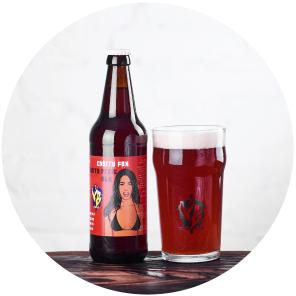 Cherry Fox(Cherry Fruit Ale)Полусухойфруктовый эль! Сварен с использованием кислой вишни особого сорта! Во вкусе весомая кислинка и терпкая вишневая косточка.В запахе ощущается тонкий аромат вишни.OG 14°P, ALC 5%, IBU 15