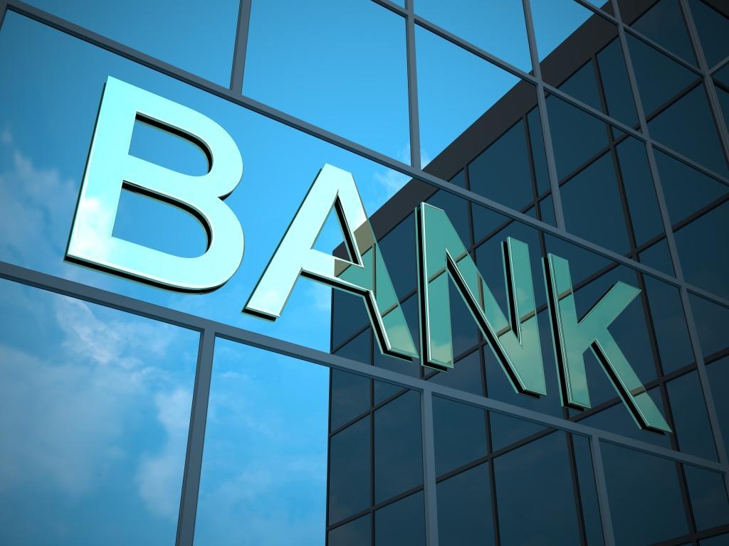 Открытие счета в надежном банке, отсутствике проблем с долларовыми платежами. Русскоязычные менеджеры, удобный интернет-банкинг.