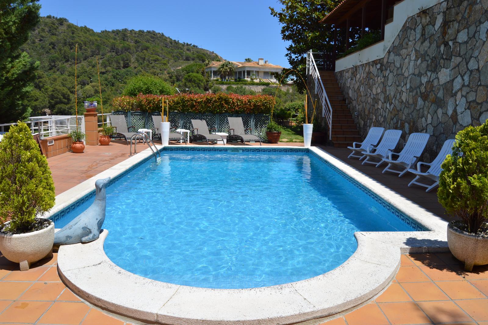Вилла Принцесса3.577 евро/недПросторная вилла 4 спальни, 8 спальных мест, г Тосса де Мар, центр города, с панорамным видом на море