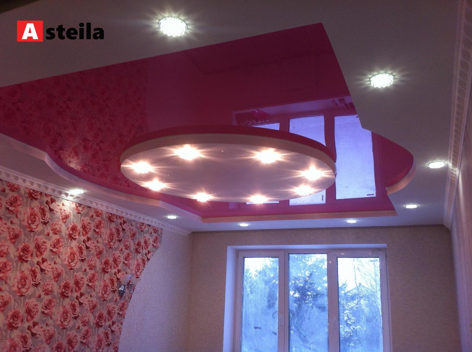 Kelių lygių įtempiamos lubos: rožinės blizgios + baltas satinas(Miegamasis)