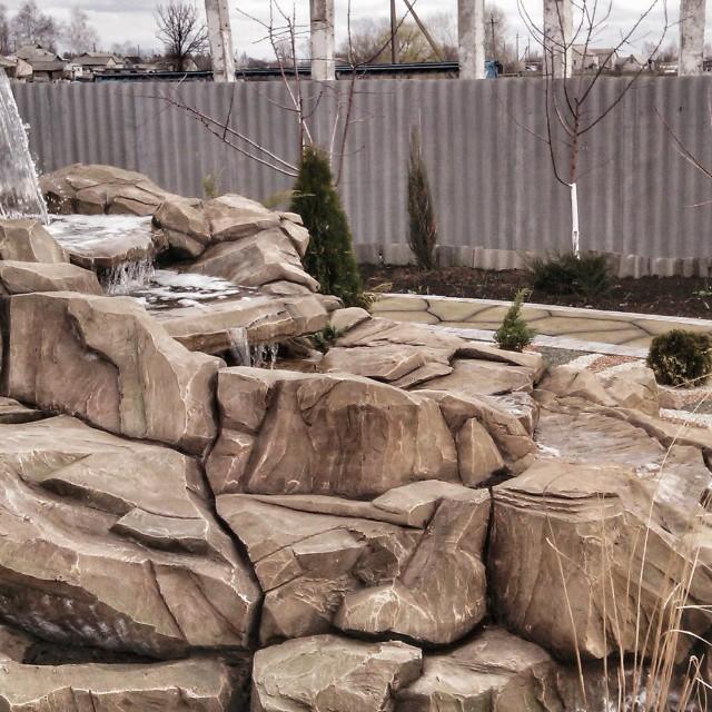 Ручей из искусственного камня