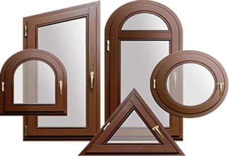 Стеклопакеты сложной формывсё чаще встречаются в современной архитектуре. Создание стеклопакетов арочных, треугольных и других форм позволяет использовать их даже в домах с ультрасовременной архитектурой.