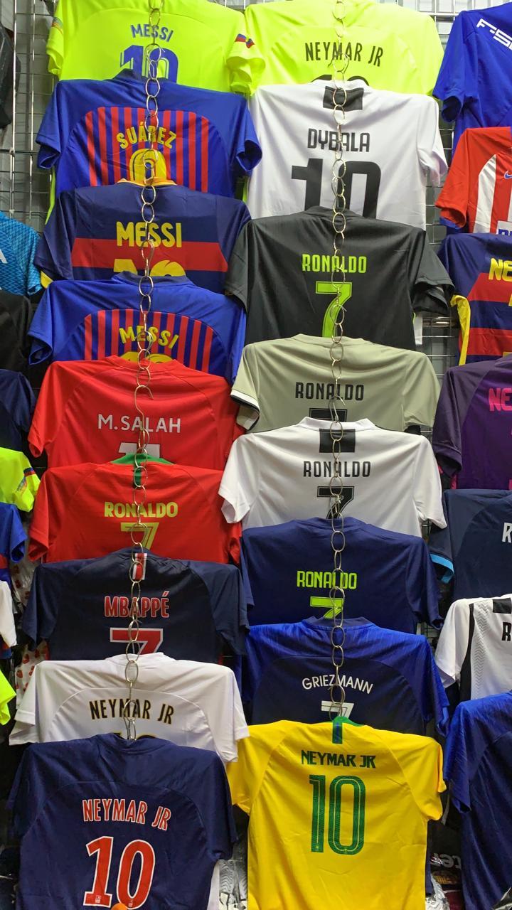 Детская футбольная формаПоможем подобрать нужный вам размер. Прекрасно понимаем что ребенок растет каждый день и что очень важно попасть в размер!В комплект входит шорты+футболка.