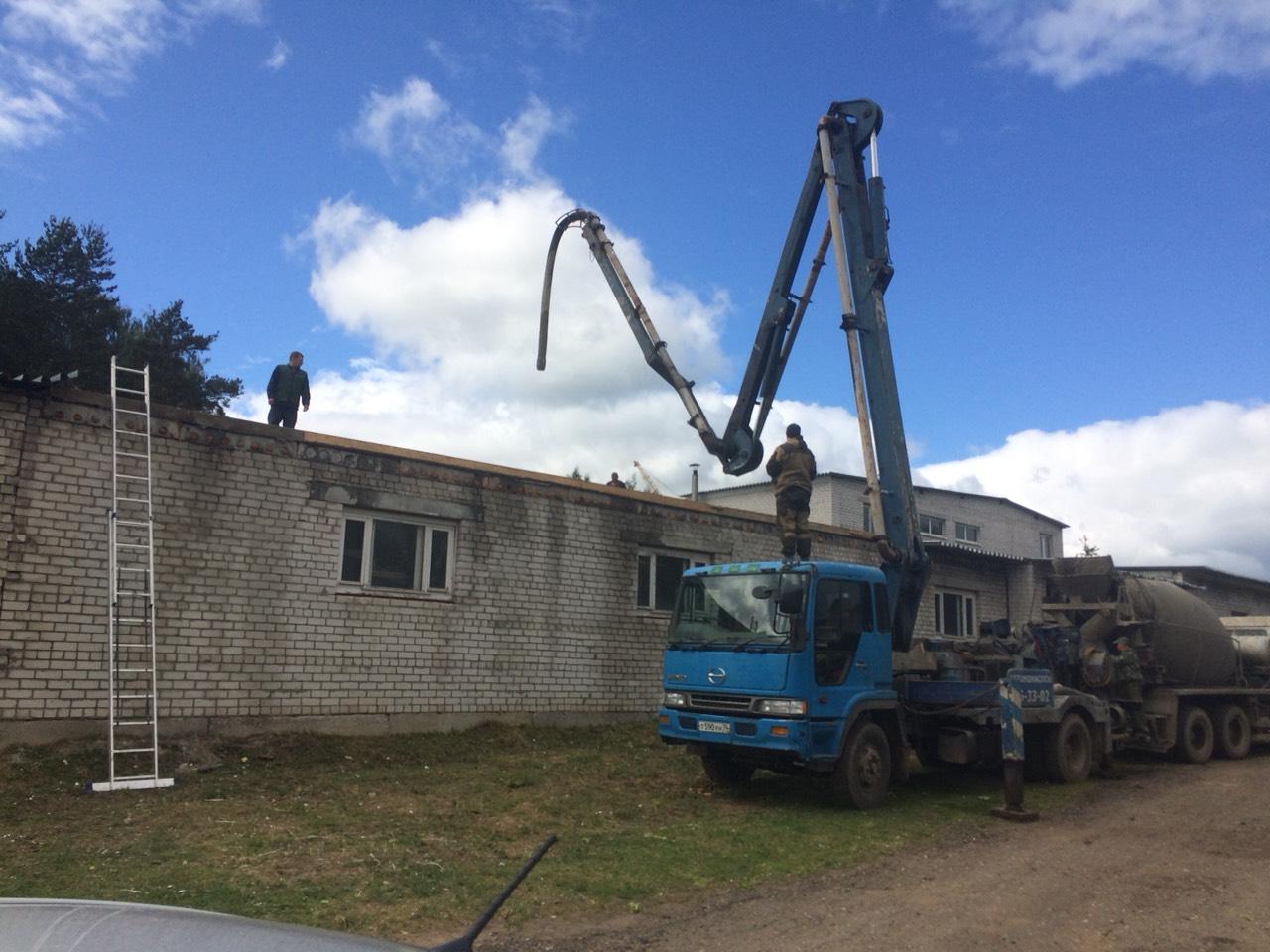 Подача раствора на крышу для стяжки
