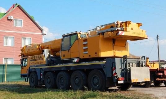 Автокран — 100 тоннМаксимальный вылет стрелы - 60 метровЦена:Договорная