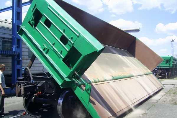 ДумпкарГрузовой вагон для перевозки: угольно-рудных грузов, грунта, песка, щебня, и других подобных грузов