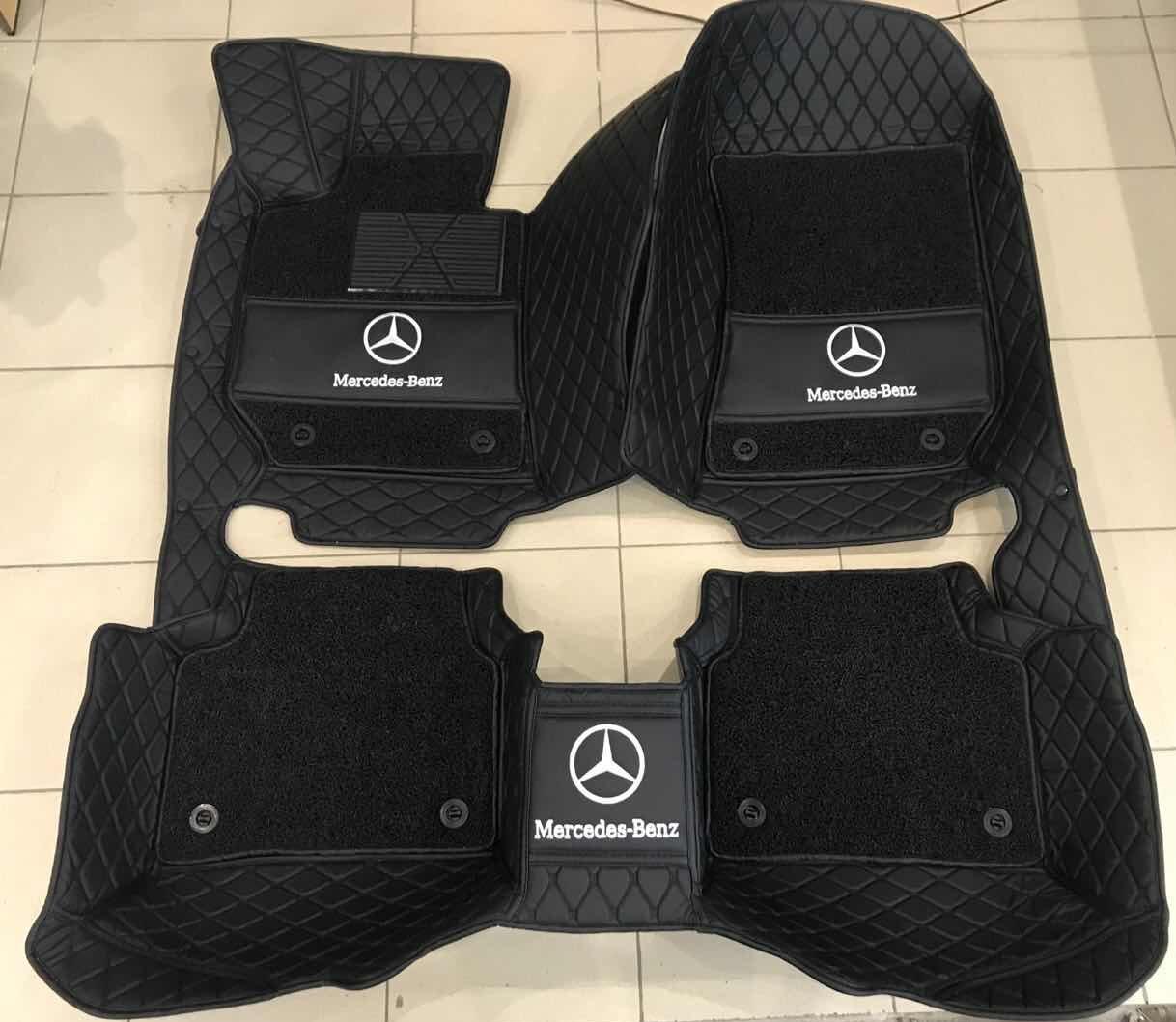 Комплект ПРЕМИУМ- Водительский коврик- Пассажирский коврик- Задний цельный ковер с высокими бортами- Съемные ворсовые коврики- Вышивка логотипа авто