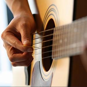 Акустическая гитарадля детей с 11 лет и взрослых.- Освоение музыкальной грамоты- Чтение табалатур- Умение самостоятельно разбирать любую песню- Работа на техникой- Постановка рук- Практика игры на концертеминимальный срок обучения: 6 месяцев