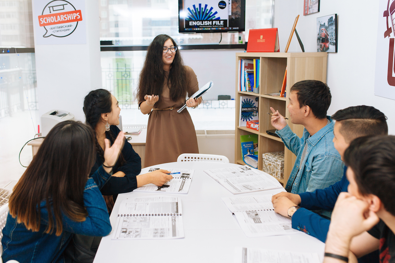Занятие в группе уровняIntermediate (B1).Заговорите на английском в первый месяц обучения, если до этого этого были сложности с разговорным