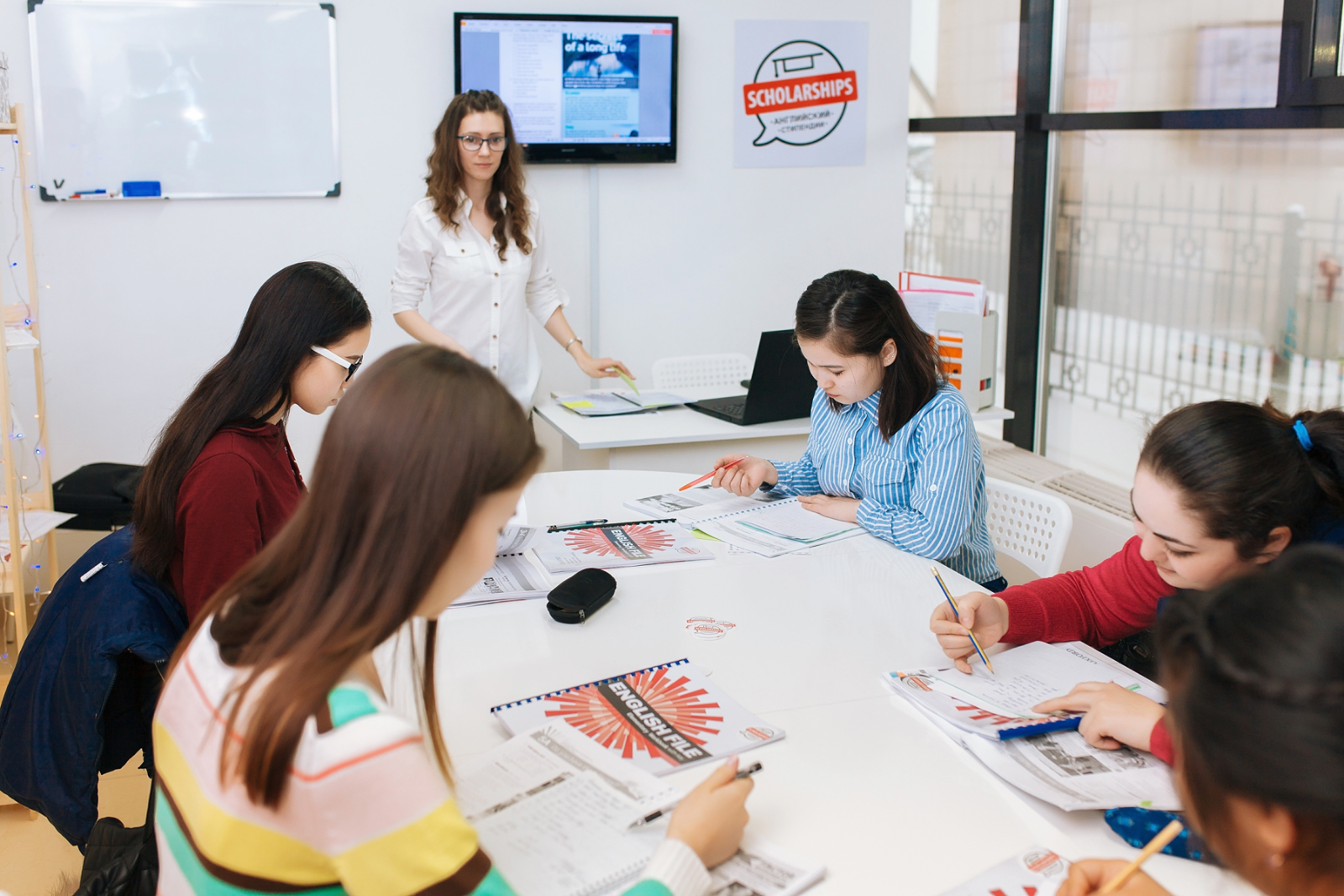 Занятие в группе уровняElementary (А1).Уроки полностью на английском для всех уровней, чтобы быстрее избавиться от языкового барьера
