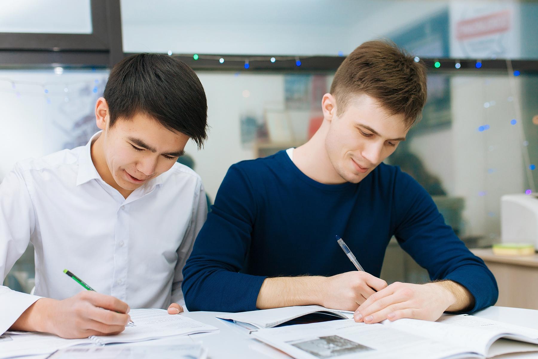 Студент:- легко сдадите экзамен по английскому и поступите в магистратуру или резидентуру на грант;- поедете на семестр за рубеж по программе мобильности;- сможете поступить в магистратуру за рубеж и выиграть скидку или грант на обучение, доступные для иностраных студентов