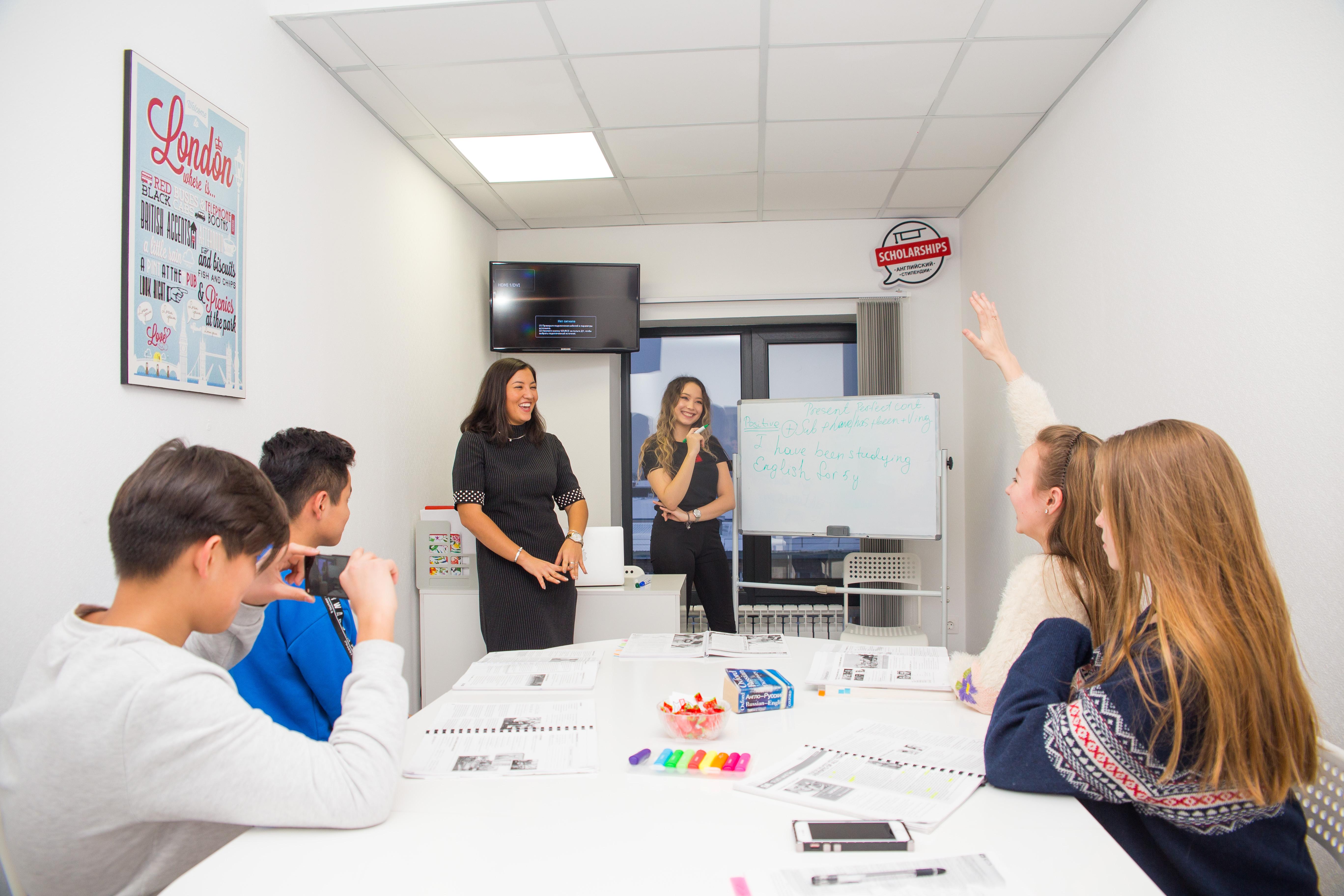 Офисы удобно расположены и комфортны для занятий.Светлые уютные кабинеты с панорамными окнами, оборудованные ЖК экранами и всем необходимым для изучения языка.