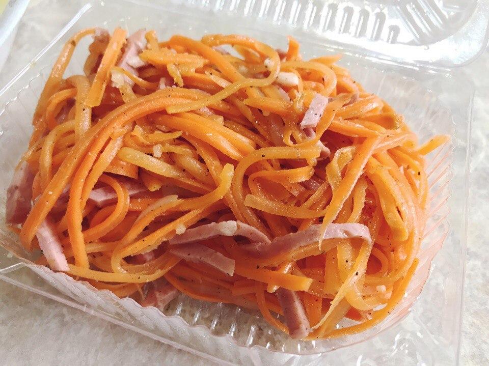 Морковь с колбасой