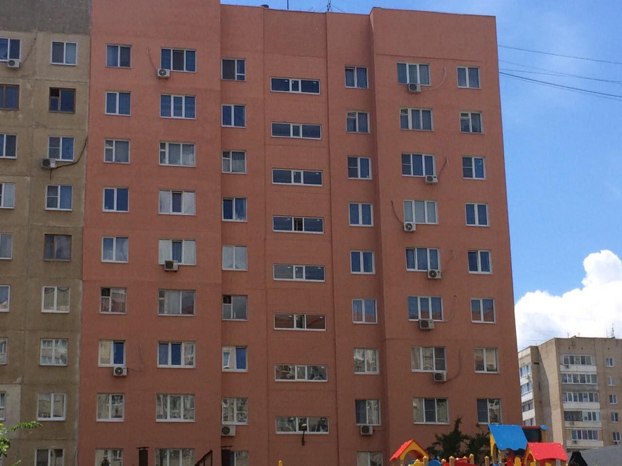 Утепление многоквартирного жилого домаг.Саратов, ул. Шевырёвская, д.№2Работы производили с помощью фасадного подъёмника ZLP-630500м2.