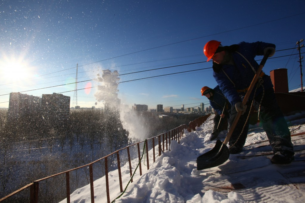 Чистка кровли от снега и наледиСтоимость работ договорная, от 40р.м2