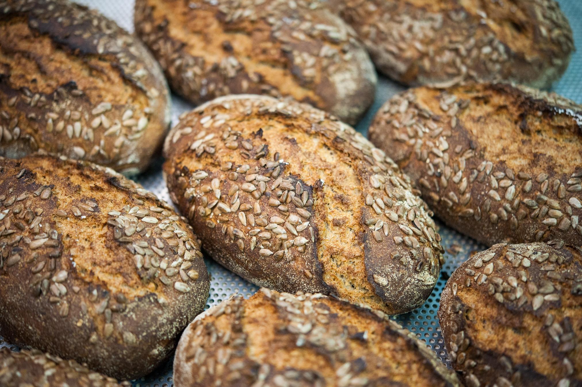 Хлеб с семечками и арахисом