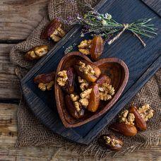 Финики с грецким орехом