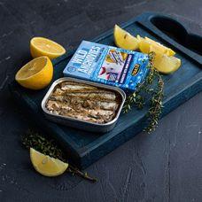 Анчоус маринованный с луком и петрушкой в масле
