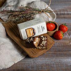 Арахисовый батончик в шоколаде «Хрустящий арахис, нуга и солёная карамель»