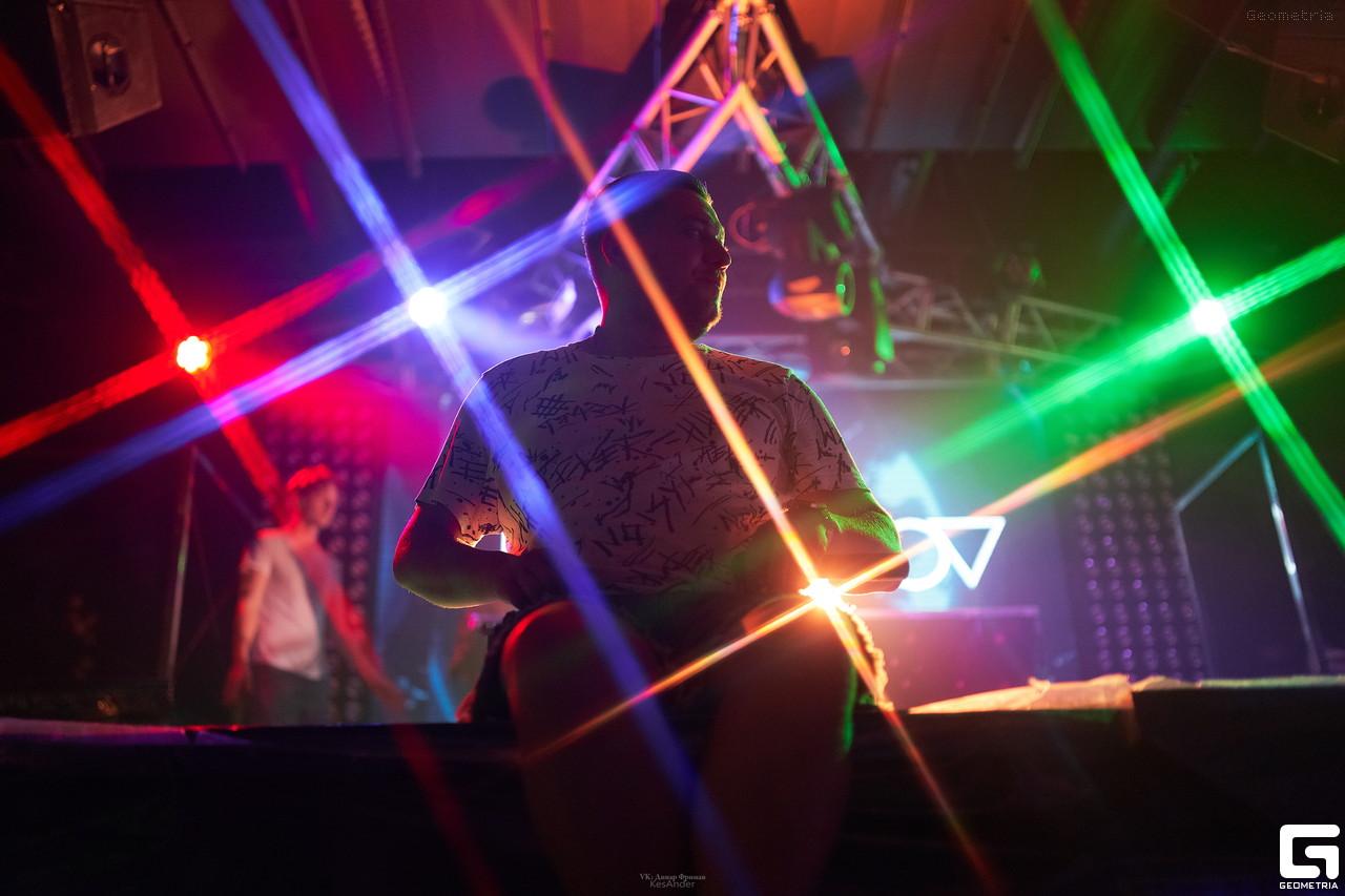 Официант в ночном клубе симферополь улан удэ ночной клуб малина