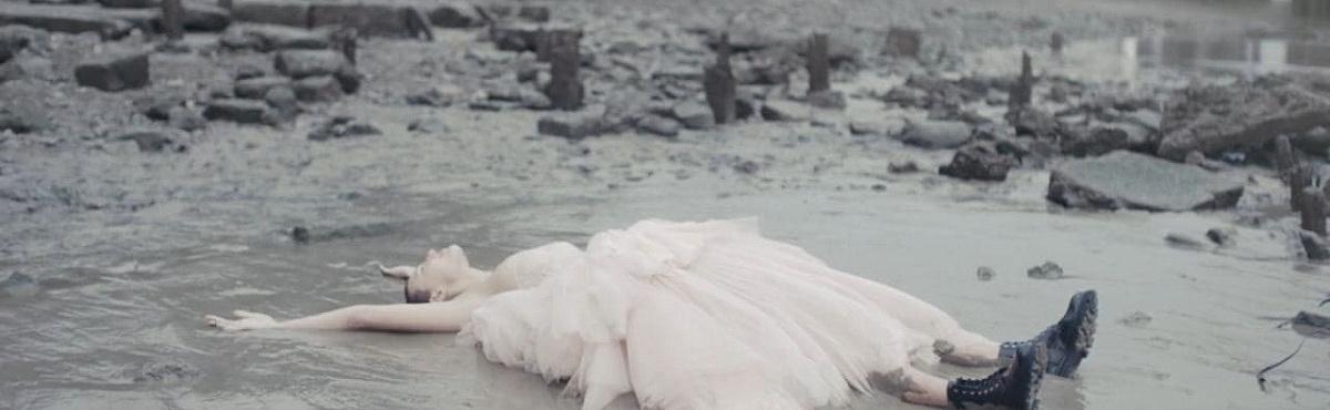 Джонатан Глейзер снял фильм о новой коллекции Alexander McQueen