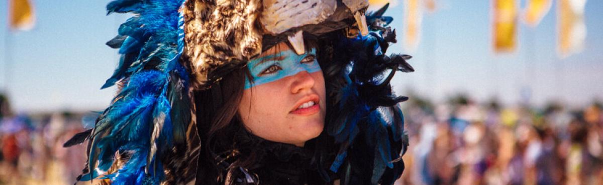 Фотограф Джеймс Маркус Хейни 10 лет тайком пробирался на известные фестивали и концерты — получившиеся снимки он собрал в фотокнигу Fanatics
