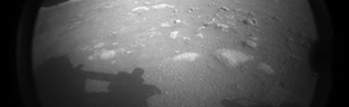 Космический аппарат NASA совершил посадку на Марс и сделал там первые снимки