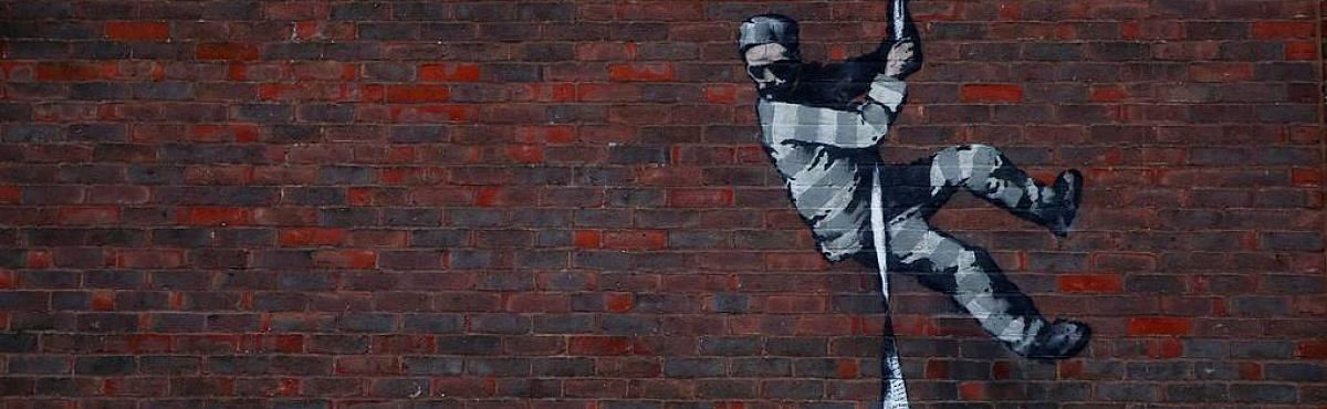 На стене тюрьмы в Великобритании появилось предполагаемое граффити Бэнкси