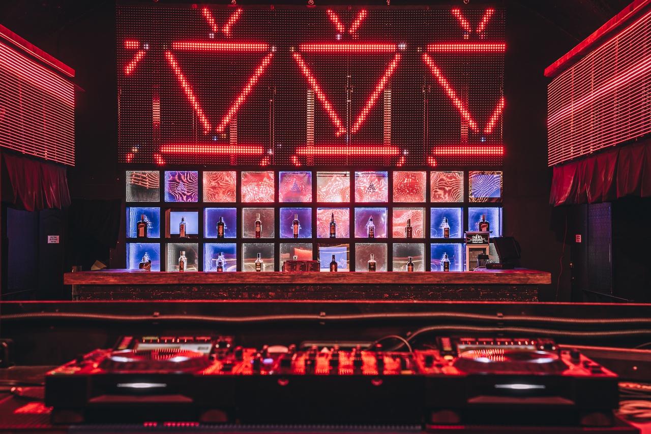 Экран в саратове ночной клуб клубы москвы для знакомств