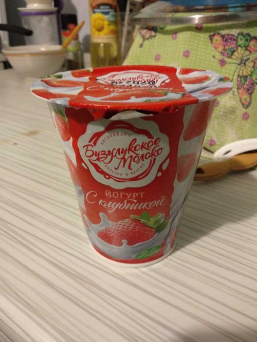 Йогурт фруктовый «Клубника» м.д.ж. 2,5%